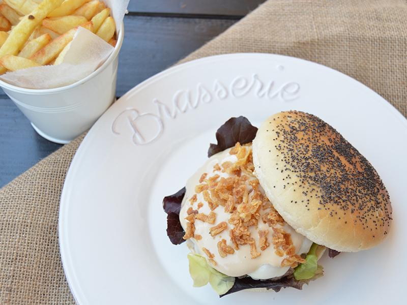 Hamburguesa con salsa cremosa Teriyaki